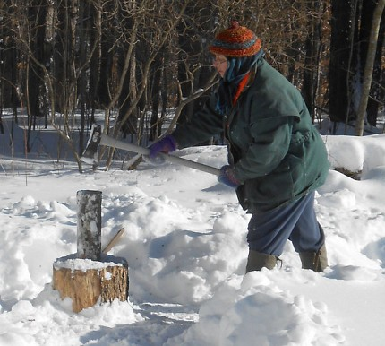Chelle Lindahl, an organizer of the wood splitting workshop, practices her skills. Photo: Joanna Richards
