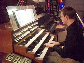 Watertown organist Jason Comet.  Photo via www.jasoncomet.com