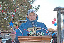 Andrew Weibrecht speaks at the Lake Placid Olympic parade. Photo: Andy Flynn