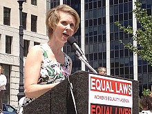 Actor Cynthia Nixon addresses the rally. Photo: Karen DeWitt