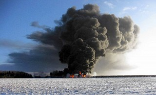 A train in Casselton, North Dakota carrying crude oil derailed and exploded on Dec. 30, 2013. Photo: Ken Pawluk / Associated Press / latimes.com, via NTSB press release