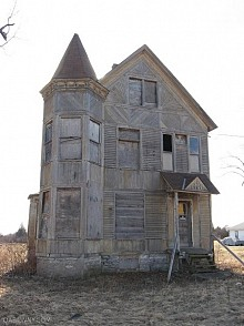 "House on Route 72 in Henderson, NY. Photo: <a href=""http://oabonny.com/indexpage30.htm#r5"">Old Abandoned Buildings of Northern New York</a>"