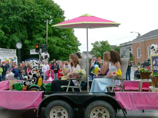 Heard up north the dairy princess parade ncpr news for Princess float ideas