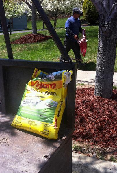 "Vigoro lawn fertilizer. Photo: <a href=""https://www.flickr.com/photos/ingveeh/14190930571/"">Yngve Roennike</a>, Creative Commons, some rights reserved"