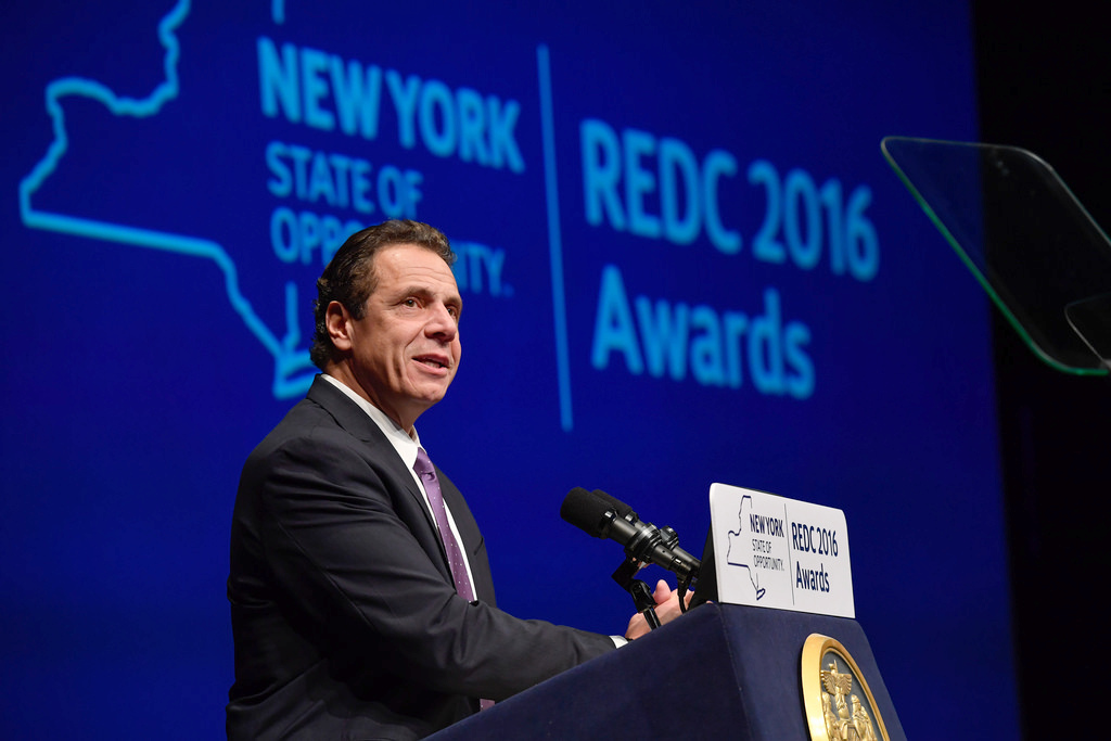 NY  governor unveils plan for free college tuition