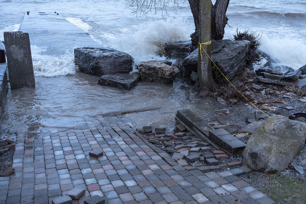 County sending in the sandbags as Lake Ontario rises