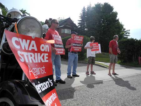 Verizon workers on strike in Saranac Lake. Photo: Adirondack Daily Enterprise.