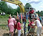 Kids with flags and Governor Pataki gather to break ground for the Natural History Museum in Tupper Lake