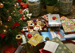 According to the Environmental Protection Agency, the average American uses two pounds of wrapping paper a year. Photo: 5ko at Wikimedia Commons