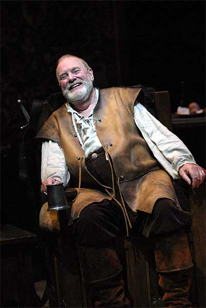 Roger Forbes as Falstaff. Photo Andrée Lanthier.