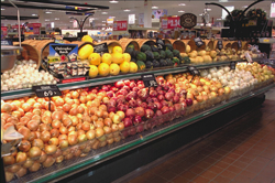 Produce section of a supermarket in VA. (Photo by Ken Hammond, courtesy of USDA)