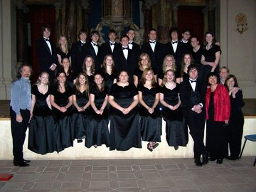Helen Demong with her choral group in Siena Italy (Source:  H. Demong)