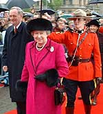 Queen Elizabeth arrives for interfaith Thanksgiving service on Parliament Hill Sunday.  (photo courtesy Lawrence Gitterman)