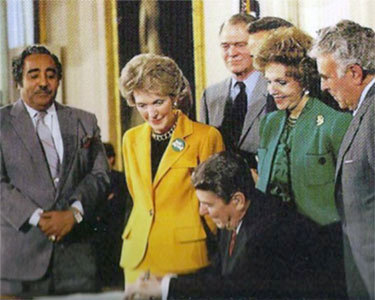 Charles Rangel (L) at the signing of a drug-war era law with Nancy Reagan and President Ronald Reagan. Photo:  Wikipedia