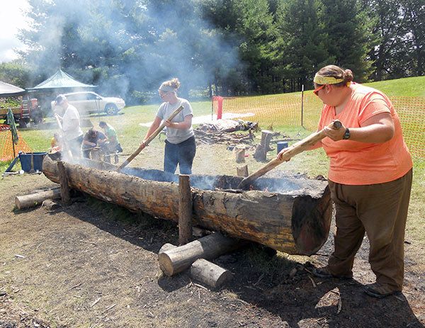 Suny Potsdam Students Use Stone Age Tools To Build A Canoe And It