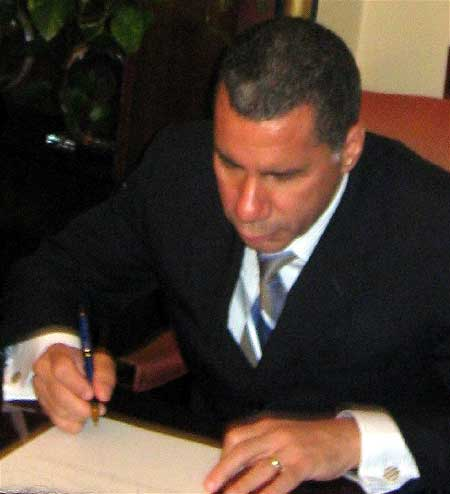 Gov. Paterson begins the vetoes. Photo: Karen DeWitt.